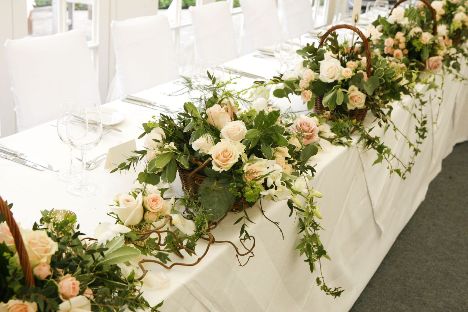 Wedding flowers how to style your top table our blog for Best wedding flower arrangements